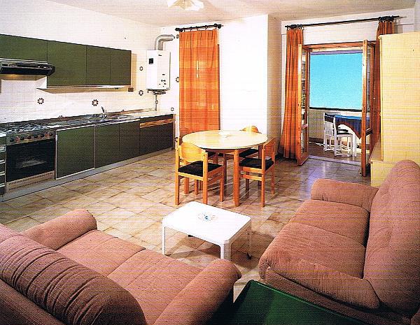 Appartamenti in affitto all 39 hotel impero for Appartamenti budoni affitto agosto